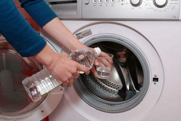 Pulire la lavatrice: come fare ad eliminare i cattivi odori e igienizzare