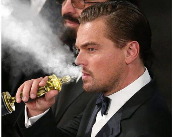 Leonardo di Caprio fuma una sigaretta elettronica