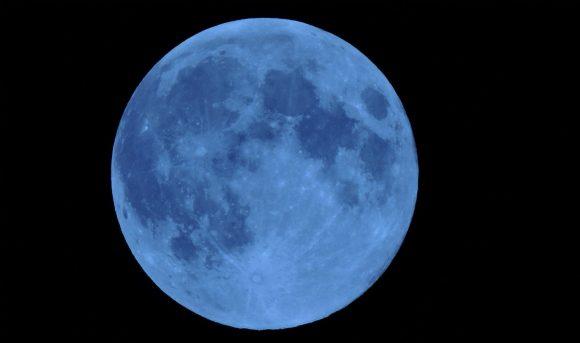 La luna blu un fenomeno astronomico insolito e straordinario visibile dopo 152 anni