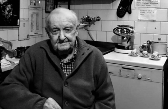 """Vittorio Sgarbi rende omaggio al padre con una poesia: """"Addio al papà"""""""