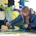 Disabilità: l'artista Clara Woods, parla attraverso i suoi dipinti