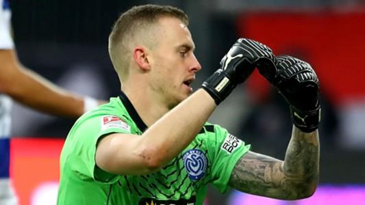 Germania: Mark Flekken, portiere del Duisburg, si incanta a bere e prende goal