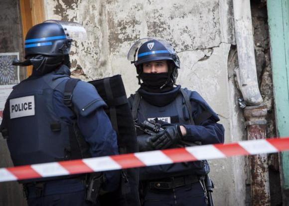Francia: agenti feriti e ostaggi in un supermercato