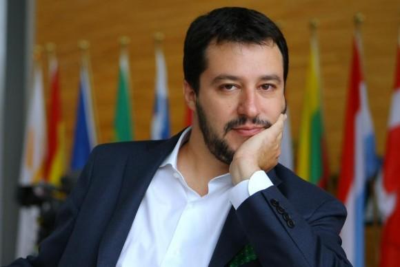 """Matteo Salvini, apre una breccia verso il """"reddito di cittadinanza"""", pronto alla carica di """"Premier"""""""