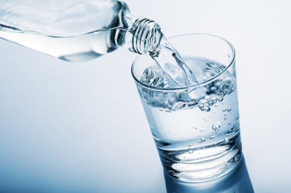 Acqua potabile in commercio come medicina, indagato un leccese