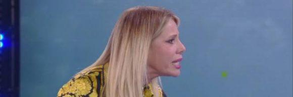 """Isola dei Famosi, Alessia Marcuzzi sbotta contro Eva Henger, """"Sei fuori di testa"""""""