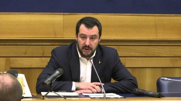 """Conti pubblici: Salvini parte all'attacco: """"Ignoreremo il tetto del 3%"""". L'Italia uscirà dall'euro?"""