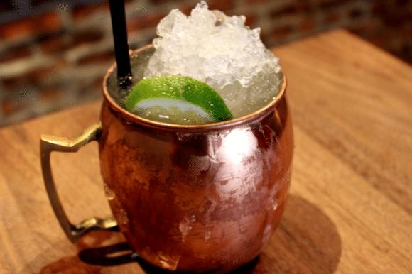 MOSCOW MULE: un cocktail poco alcolico fresco da gustare nelle calde sere d'estate.