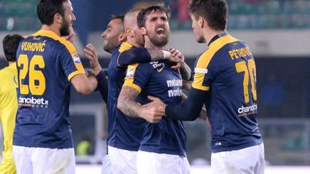 Il Verona batte il Chievo e torna a sperare