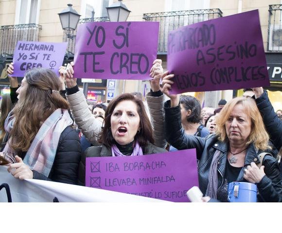La sentenza per cui si protesta in Spagna: l'accusa è di abusi ma non di stupro