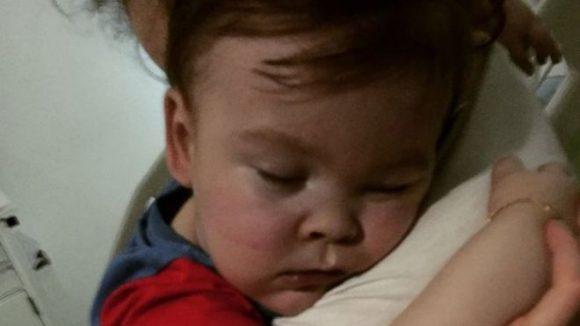 Alfie Evans è ancora vivo dopo ore dal distacco del respiratore
