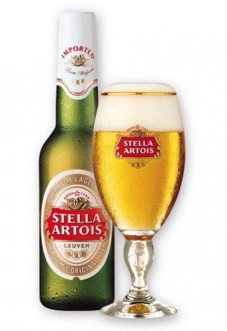 Birra Stella Artois, pezzi di vetro all'interno, ecco dove è stata ritirata