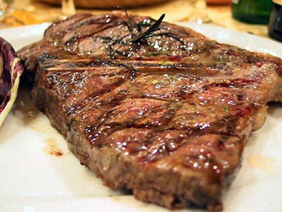 La carne arrostita può provocare un'infiammazione delle arterie, ecco perchè