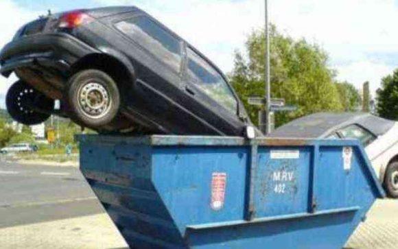 Non pagare il bollo auto per 3 anni: la notizia per chi rottama una vecchia auto