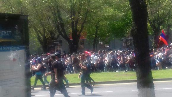 Italiani bloccati tra le proteste per il fallimento della Rivoluzione Pacifica
