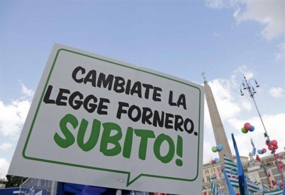 """Riforma delle pensioni, Di Maio a Salvini: """"Insieme un governo per falciare la Fornero"""""""