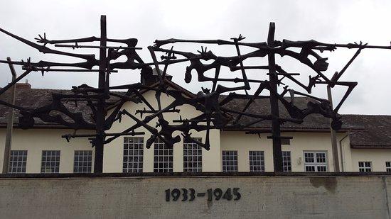 Nazismo: picchiato, sodomizzato e affamato, la storia di un bimbo ebreo a Dachau
