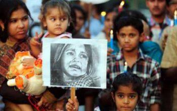 Bambina stuprata e bruciata viva davanti ai genitori