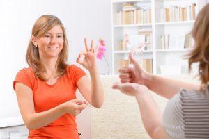 linguaggio lis mani per comunicare