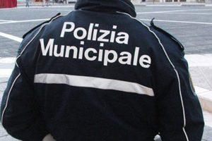 vigili urbani aggrediti a Milano da un gruppo di abusiovi