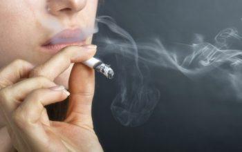Buttare cicche di sigarette