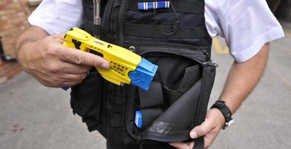 pistole elettriche in dotazione