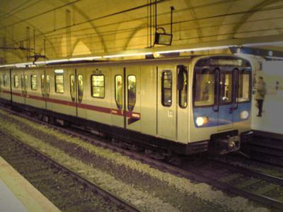Terrore metro B, passeggeri bloccati stazione Policlinico evacuata, ecco cosa è successo