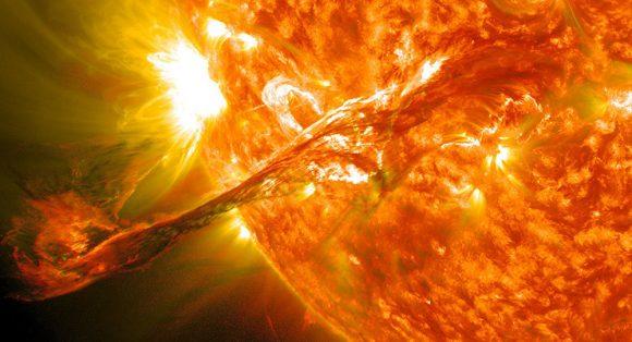 Cosa potrebbe succedere se una tempesta solare investisse la Terra?