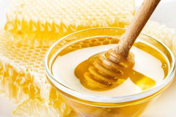 La tosse: inutili sciroppi e pastiglie, basta usare il miele