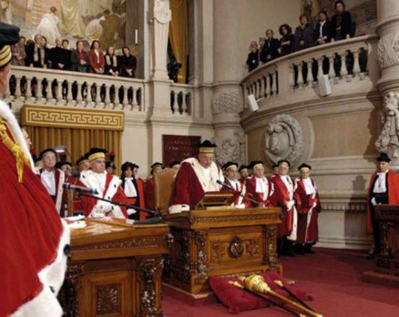 Toccare il sedere di una donna per sbaglio : ecco che dice la Corte di Cassazione :