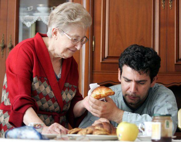 Più tempo passiamo con le nostre madri più a lungo vivranno, ecco cosa dice uno studio