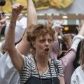 L'attrice Susan Sarandon è stata arrestata per una manifestazione anti-Trump