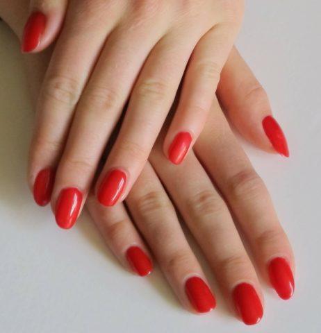 Il top coat: protegge il colore delle tue unghie e le mantiene brilllanti