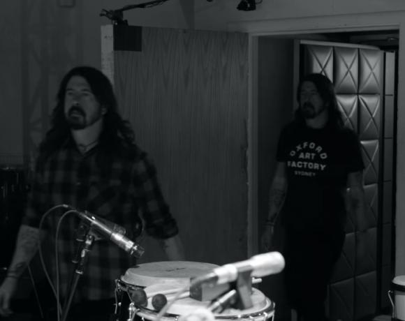 """""""Play"""", una canzone da 23 minuti: il mini-documentario di Dave Grohl"""