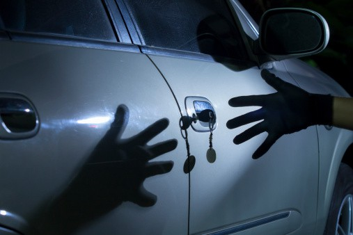 Furto d'auto: cosa succede se le chiavi sono vicine alla vettura?