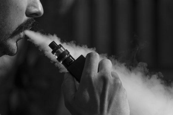 Le sigarette elettroniche vietate in uffici e ospedali del Lazio