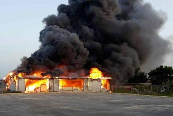 Maxi incendio a Maddaloni
