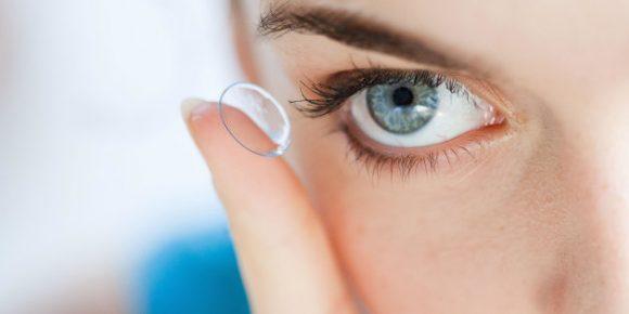 Donna vive per 28 anni con la lente a contatto incastrata nell'occhio