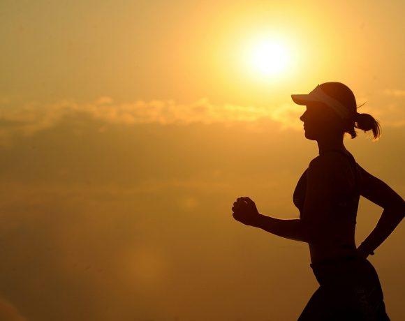 Camminare a passo leggero: che benefici apporta alla salute?