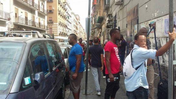 Colpi di pistola contro un senegalese a Napoli: ecco cosa è successo