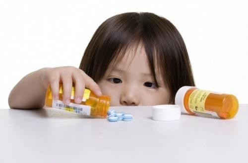 Salute dei bambini a rischio: i dati parlano, per loro troppi farmaci