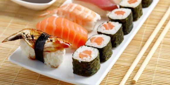 Mangia sushi e gli amputano la mano, cosa è successo?