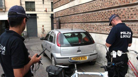 Bollo auto con targa straniera: ecco come gli italiani evitano il bollo e le multe