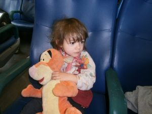 Bimba perde il suo pupazzo sul treno, la mamma fa un appello