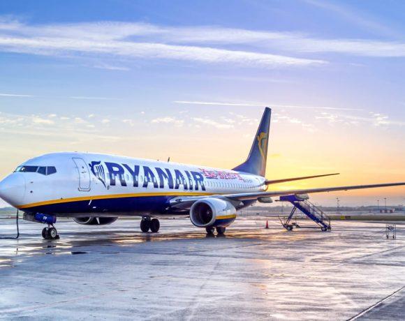Ryanair, nuove regole: imbarco valigie gratis se voli prima del 1° novembre