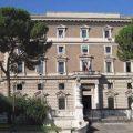 Sicurezza, la ricetta di Salvini: sgomberi forzati e taser