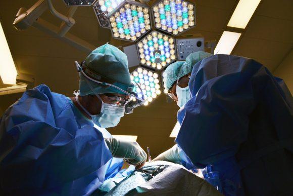 Pensioni quota 100: è allarme per la sanità, via oltre 25mila medici