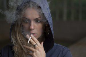Fumo in auto e multe: quando, limiti e sanzioni