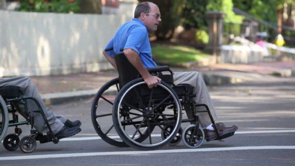 3 pazienti paraplegici riescono a camminare grazie ad un impianto, scoperta rivoluzionaria