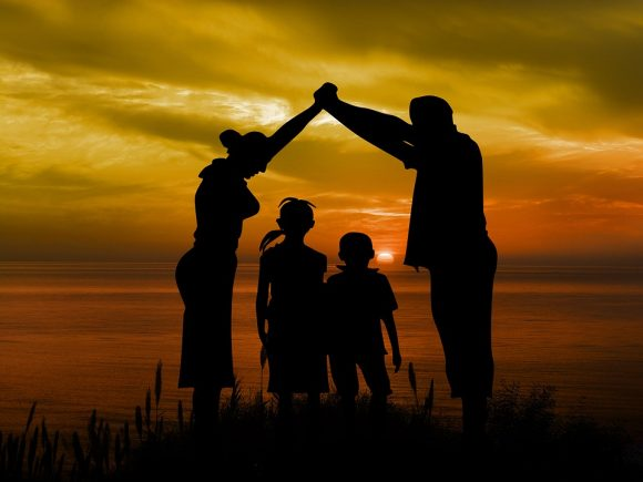Assegno al nucleo familiare: cosa accade in caso di genitori non sposati ma conviventi?
